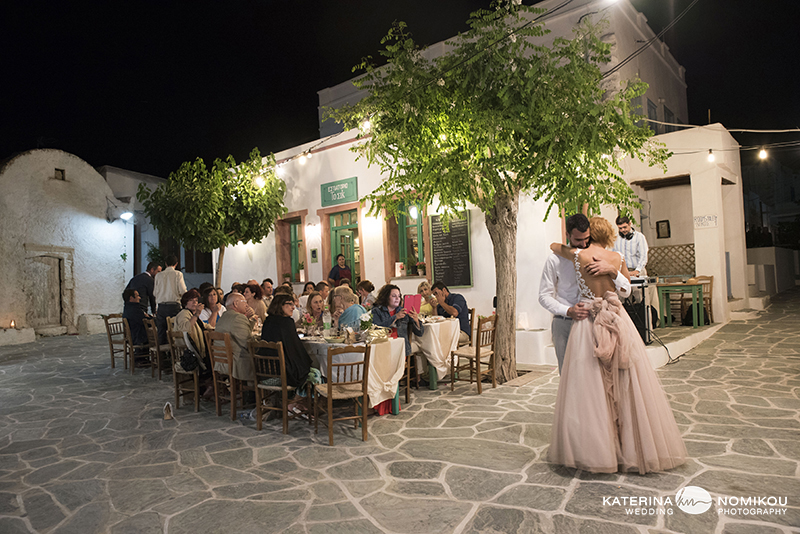 folegandros chic dexiwsi gamos wedding reception 10