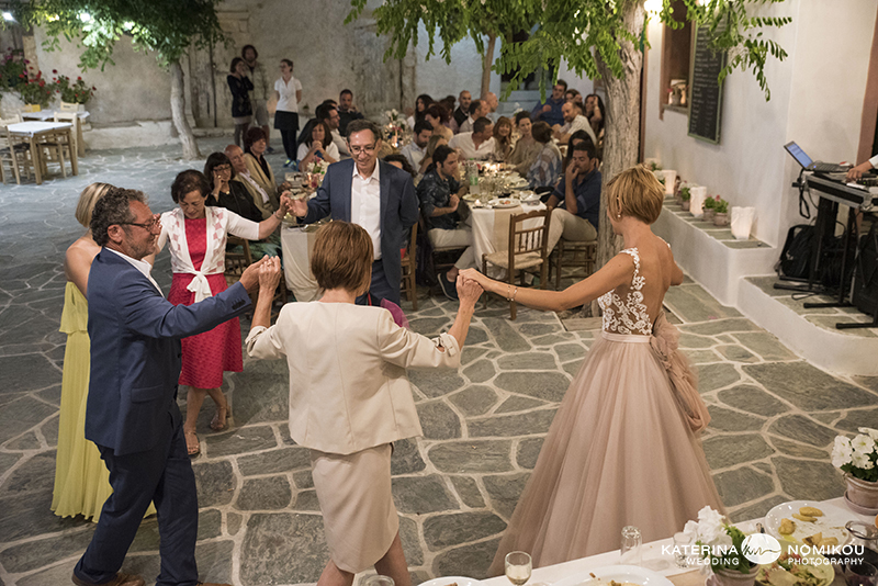 folegandros chic dexiwsi gamos wedding reception 14