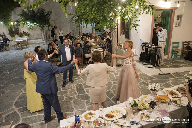 folegandros chic dexiwsi gamos wedding reception 15