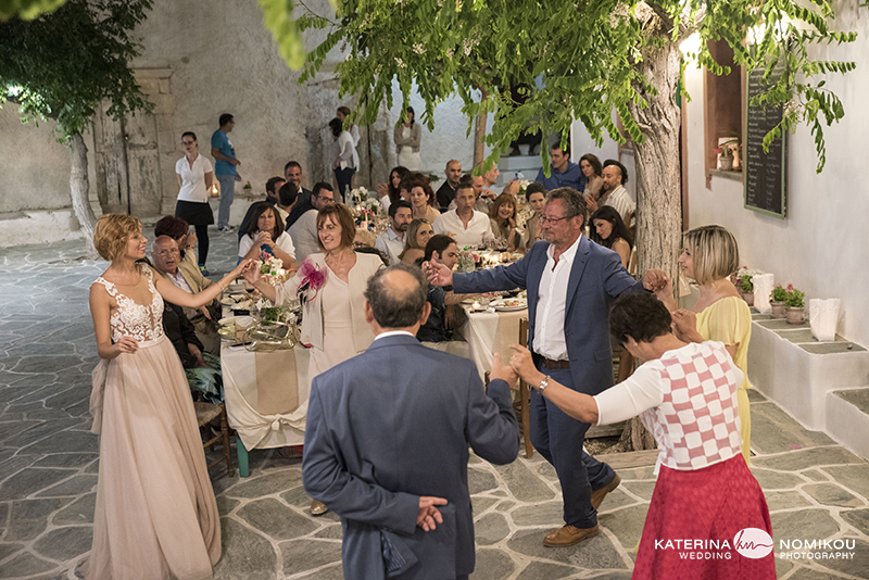 folegandros chic dexiwsi gamos wedding reception 16