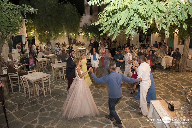 folegandros chic dexiwsi gamos wedding reception 17