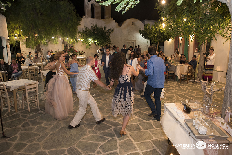 folegandros chic dexiwsi gamos wedding reception 20